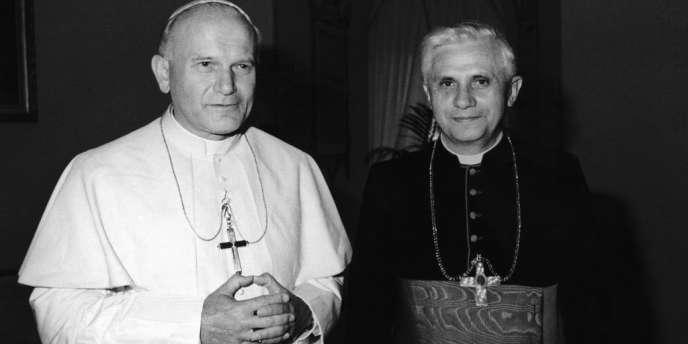 En 1979, Joseph Ratzinger, futur Benoît XVI et alors cardinal de Munich, avec le pape Jean Paul II.