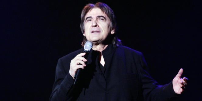 Serge Lama en concert à Paris en septembre 2005.
