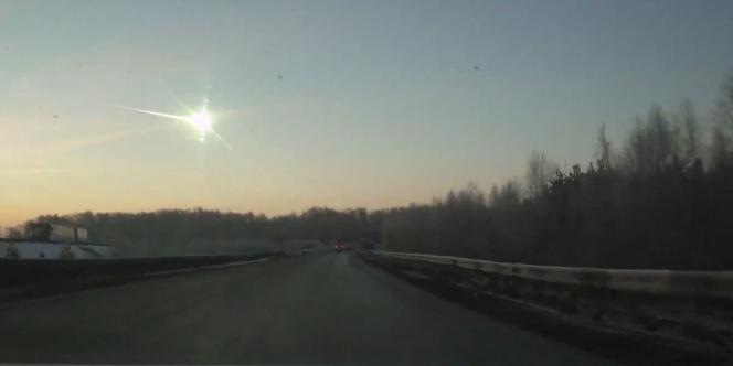 Capture d'écran d'une vidéo montrant la chute d'une météorite en Russie, vendredi 1er novembre.