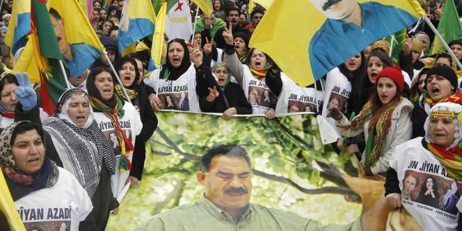De 10 000 à 45 000 Kurdes, selon la préfecture et les organisateurs, ont défilé samedi 16 février dans les rues de Strasbourg.