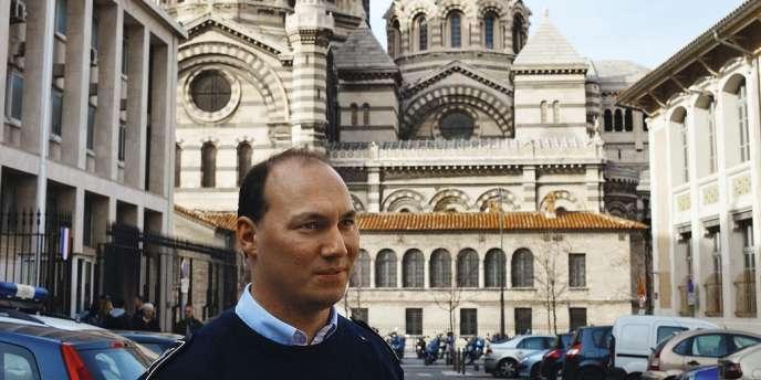Portrait de Kevin Roche à la sortide l'évéché , le commissariat central de Marseille.