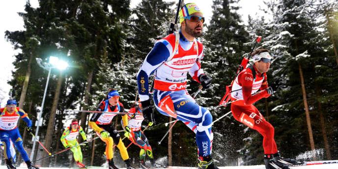 Les biathlètes français et norvégien à la lutte lors du relais 4x7,5 km des Mondiaux de Nove Mesto, samedi 16 février.