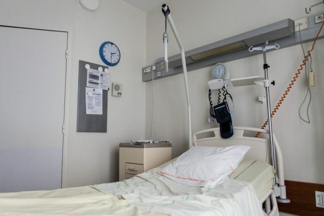 Les malades de tuberculose multirésistante sont pris en charge dans des chambres d'isolement où une pression négative est maintenue afin que l'air n'en sorte pas.