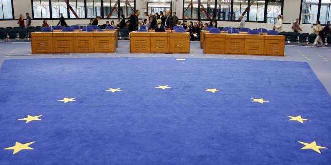 La Cour européenne des droits de l'homme a reconnu à deux lesbiennes le droit d'adopter l'enfant de l'autre.