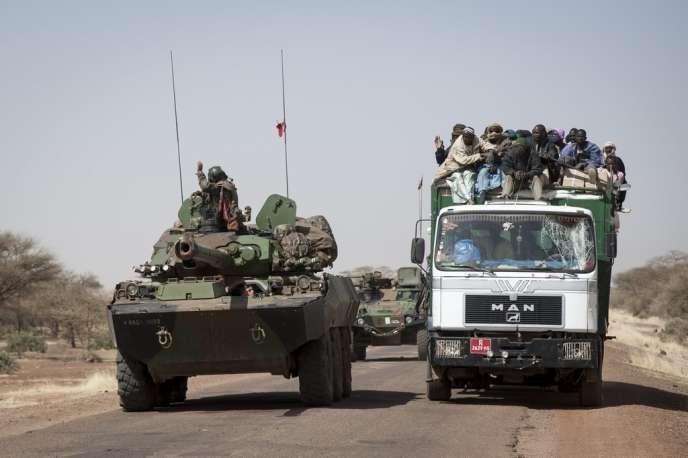 Les combats continuent dans le centre-ville alors que les troupes maliennes et françaises ont lancé une nouvelle phase de l'opération militaire.