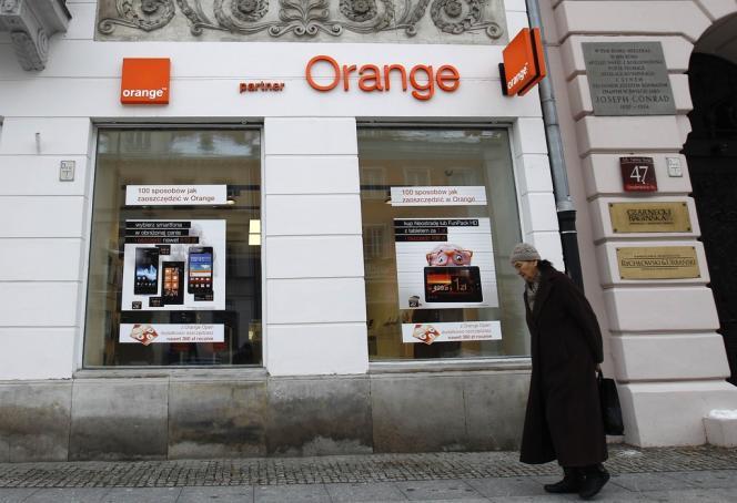 En Pologne, Orange va supprimer 1 700 postes en 2013.