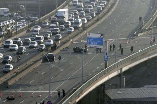 Le Range Rover avait percuté les policiers alors qu'il avait été pris en chasse.