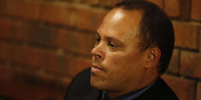 Hilton Botha est sous le coup d'une inculpation pour tentatives de meurtre, après avoir tiré sur un taxi collectif pour le forcer à s'arrêter en 2009, alors qu'il était ivre.