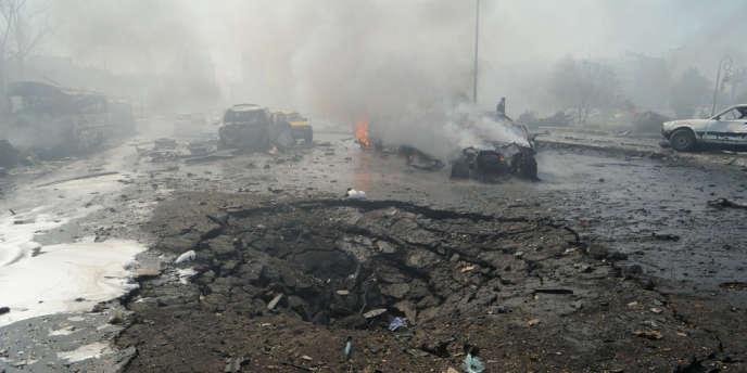 Cratère de l'explosion meurtrière qui a lieu jeudi 21 février à proximité du siège du parti Baas à Damas.