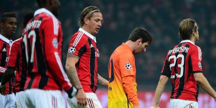 Lionel Messi en au milieu des Milanais, le 20 février à San Siro.