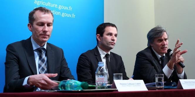 Guillaume Garot, ministre chargé de l'agroalimentaire, Benoît Hamon, ministre de la consommation, et Stéphane Le Foll, ministre de l'agriculture, jeudi 21 février.