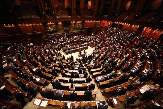 Censée apporter de la stabilité au sein de la Chambre italienne des députés (ici en novembre 2011) et au Sénat, la réforme électorale de 2005 a accentué le morcellement du paysage politique.