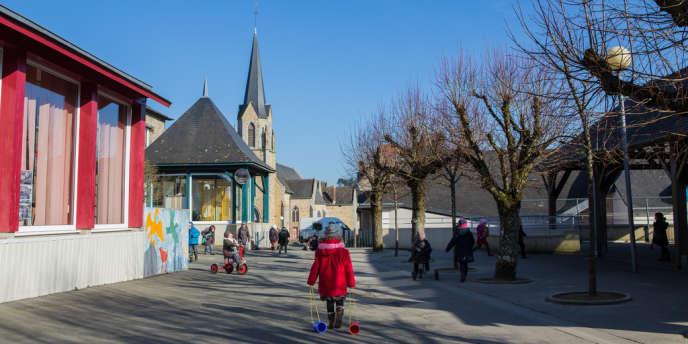 La commune de Châtillon-en-Vendelais (Ille-et-Vilaine) a décidé de reporter à la rentrée 2014 la mise en place de la semaine des quatre jours et demi.