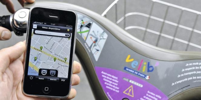 La nouvelle application Vélib' pour iPhone offre plusieurs fonctionnalités, comme la disponibilité des vélos en temps réel, station  par station. Photo: Gilles ROLLE/REA