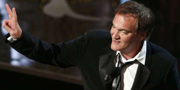 Le réalisateur américain Quentin Tarantino avec son Oscar du meilleur scénario original pour