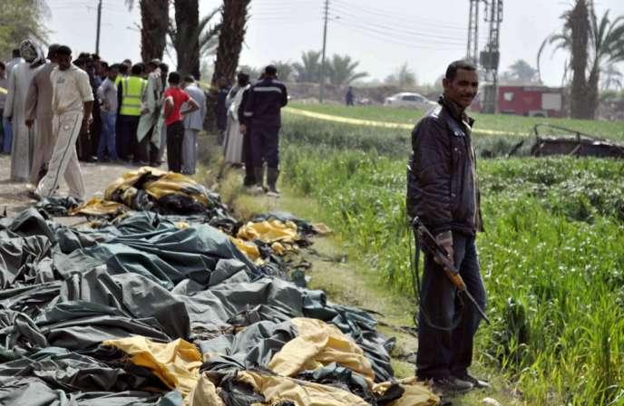 Vingt et une personnes étaient à bord de la montgolfière, qui volait à une altitude de 300 mètres au-dessus de Qourna, quand un incendie a pris dans le ballon.