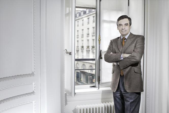 François Fillon dans son bureau de l'Assemblée Nationale, le 25 février.