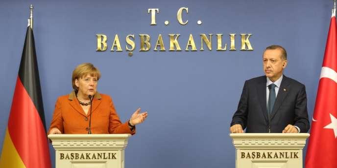 Angela Merkel et Recep Tayyip Erdogan, lors d'une conférence de presse à Ankara, le 25 février.