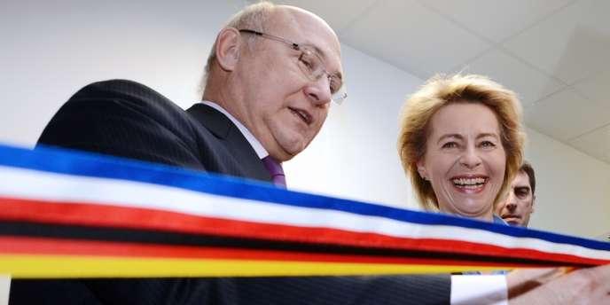 Michel Sapin et Ursula von der Leyen inaugurent une agence pour l'emploi franco-allemande, le 26 février à Kehl.