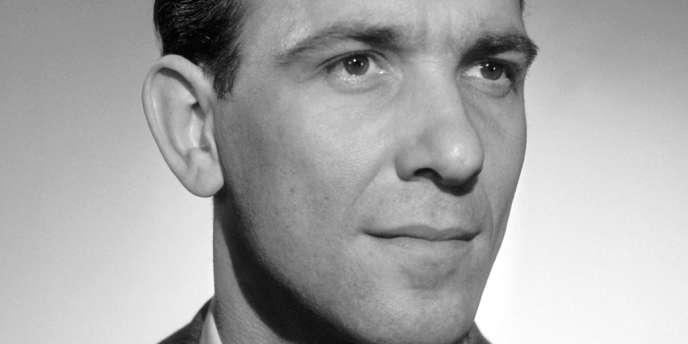 Stéphane Hessel au Studio Harcourt, à Paris dans les années 50.
