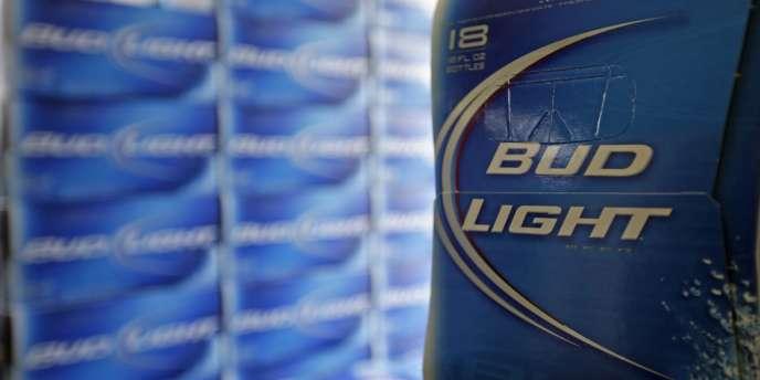 Anheuser-Busch viole les lois protégeant les consommateurs en étiquetant faussement le contenu en alcool de ses produits, affirment les plaignants.