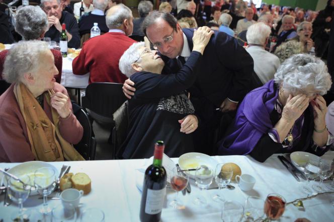 François Hollande participe au repas annuel des personnes âgées de la ville de Tulle, Corrèze, le samedi 7 janvier 2012.