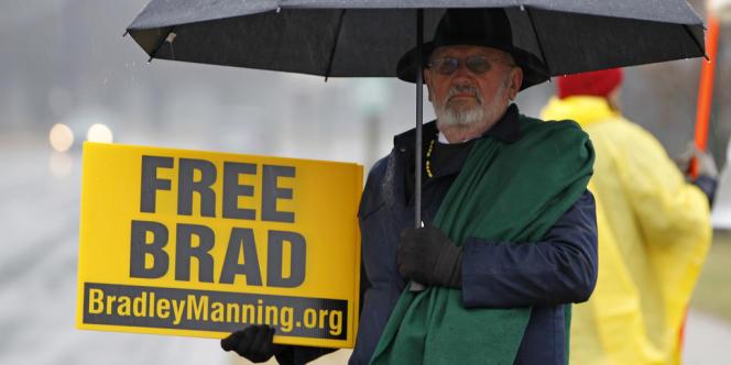 Un manifestant réclame la libération de Bradley Manning, le 27 novembre 2012.
