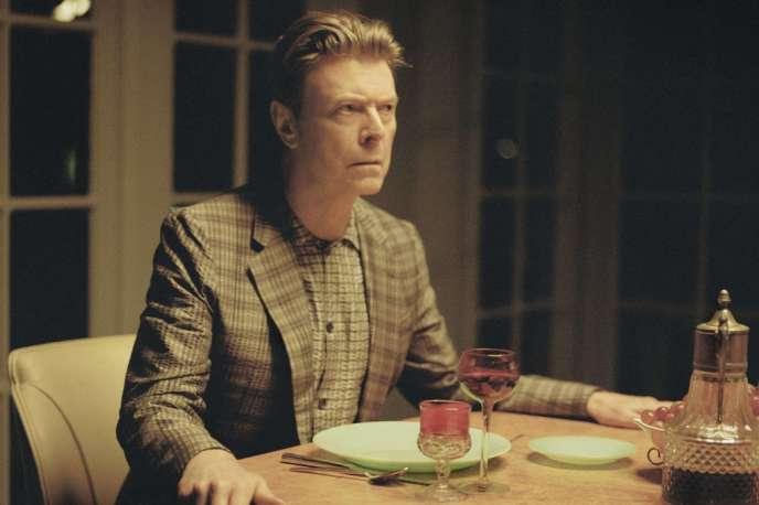 David Bowie dans le clip de l'une des chansons de son album, «The Stars (Are out Tonight)».