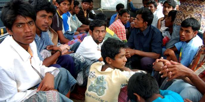 Tous membres de la minorité musulmane apatride des Rohingyas, les 63 passagers dont 25 mineurs ont été retrouvés jeudi à environ 160 km du village côtier d'Idi Rayeuk, en Indonésie.