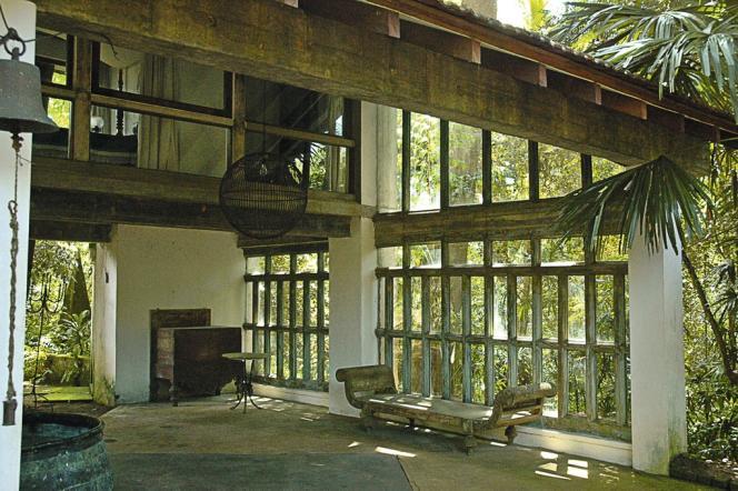 Un pavillon principal, quatre bungalows de verre et de béton parfaitement intégrés au paysage : Lunuganga est une parfaite illustration du modernisme tropical.