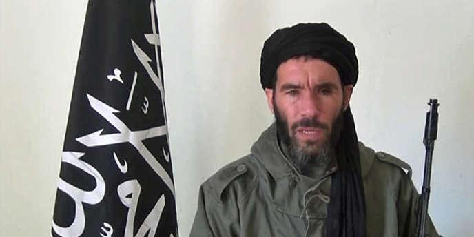 Capture d'écran d'une vidéo montrant Mokhtar Belmokhtar.