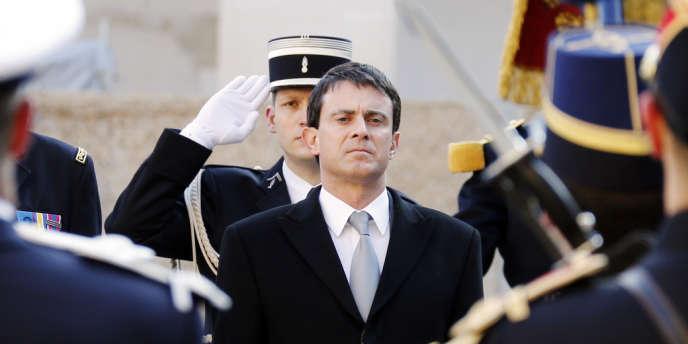 Manuel Valls lors de la cérémonie d'hommage aux Invalides, lundi 18 février.