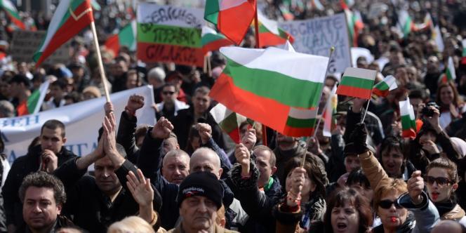 Dimanche 3 mars 2013 à Sofia. Des dizaines de milliers de Bulgares ont défilé à travers le pays pour dénoncer la corruption des personnels politiques de leur pays.