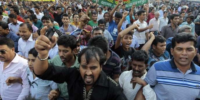 Des militants du BNP manifestent contre le gouvernement, le 2 mars, à Dacca.
