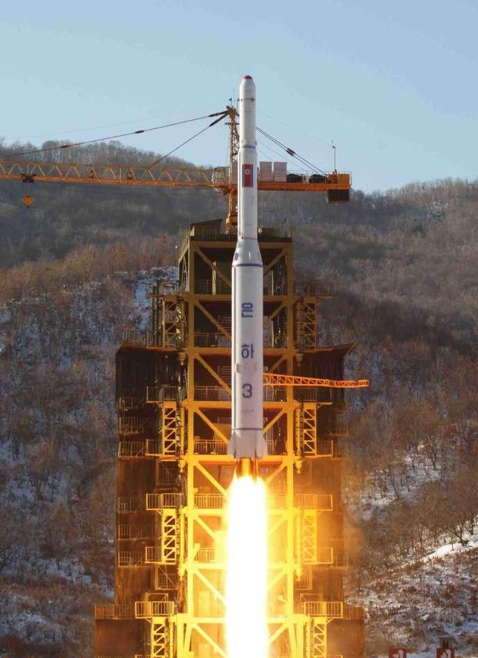 Ces nouvelles mesures, qui pourraient être adoptées avant la fin de la semaine, visent à sanctionner l'essai nucléaire du 12 février. Ici, une fusée nord-coréenne le 12 décembre 2012.