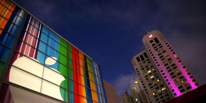 Le géant des technologies aurait trop de liquidités, selon l'investisseur Warren Buffett, qui rejoint l'opinion de nombreux actionnaires d'Apple.