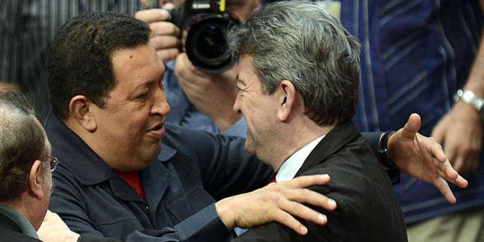 Hugo Chavez et Jean-Luc Mélenchon, à la clôture du Forum de Sao Paolo, à Caracas, le 6 juillet 2012.