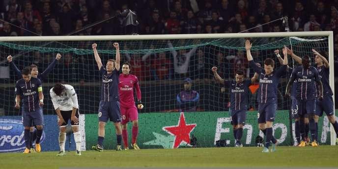Les Parisiens exultent au coup de sifflet final de leur match retour contre Valence, le 6 mars au Parc des Princes.