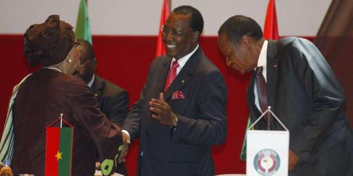 Idriss Deby, au centre, lors d'un sommet de la Cédéao, le 27 février à Yamoussoukro.