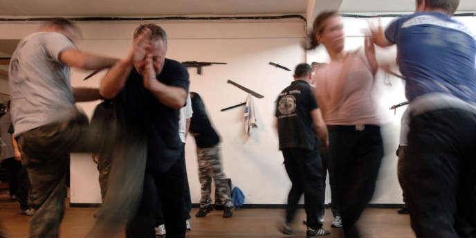 Un entraînement de krav maga dans une salle de sports d'Ajaccio.