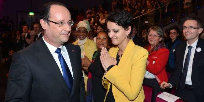 A la fin du discours de François Hollande, à Paris, jeudi 7 mars.