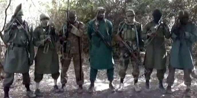 Des membres de Boko Haram, le 5 mars 2013. Au centre de la photo se trouverait le chef présumé de la secte islamiste, Abubakar Shekau. Son groupe est soupçonné d'avoir enlevé 20 femmes dans le nord-est du Nigéria.