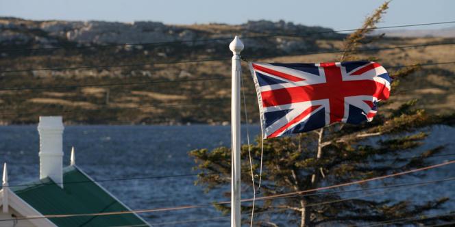 En 2012, le 30e anniversaire de la guerre qui a opposé le Royaume-Uni et l'Argentine à propos de ces îles a suscité un regain de tensions entre les deux pays.