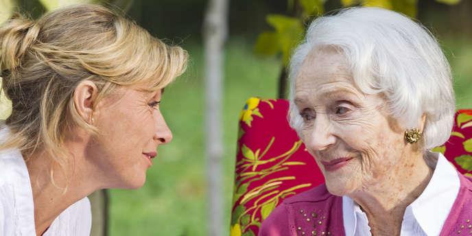 Anne Consigny et Gisèle Casadesus dans le film français d'Anne-Marie Etienne,
