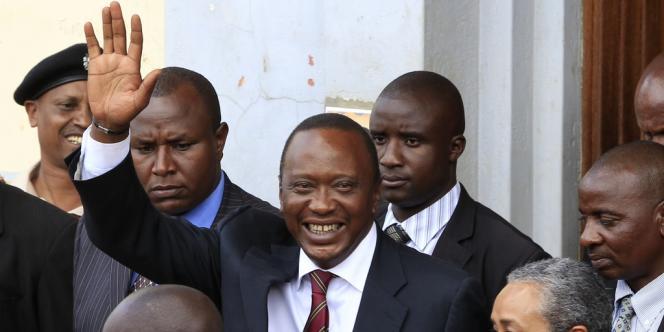 Uhuru Kenyatta a été déclaré vainqueur de la présidentielle kenyanne avec 50,07 % des voix.