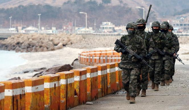 En novembre 2010, Pyongyang avait bombardé l'île de Yeonpyeong, elle aussi proche de la frontière maritime, causant la mort de quatre Sud-Coréens.