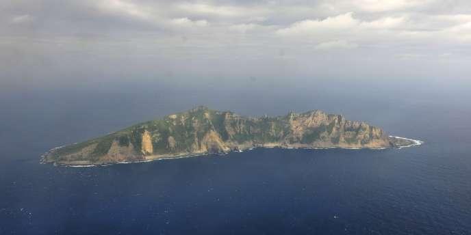 Un des îlots de l'archipel des Senkaku vu d'un avion de surveillance chinois, le 13 décembre 2012.