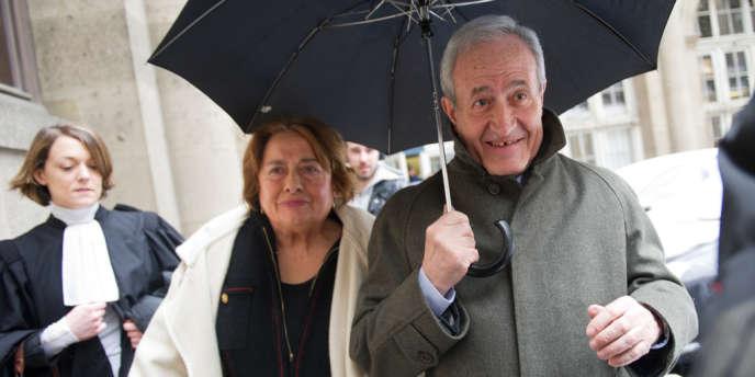 Jean et Xavière Tiberi à la sortie de la cour d'appel de Paris, le 12 mars 2013.