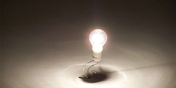La demande d'électricité en Europe a baissé en raison de la crise économique ce qui a eu pour effet l'accélération de désindustrialisation du continent.