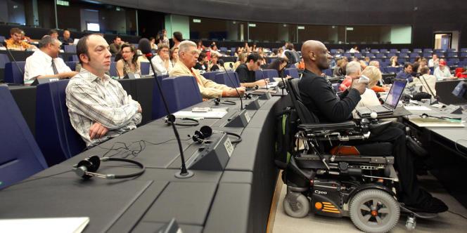 Des personnes handicapées à un colloque au parlement européen de Strasbourg, en avril 2007.